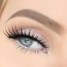 apply natural eye makeup for blue eyes