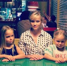 Reese Witherspoon wins favourite aunt as she and her mini-me nieces get  very serious about hot dogs | Daily Mail Online