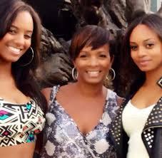 Vanessa Bell Calloway with her daughters | Celebrity moms, Celebrity  families, Black celebrities