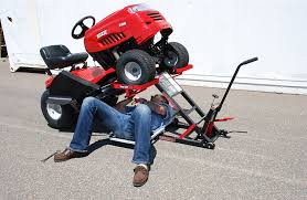 lawn mower lift with hydraulic jack for