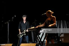 Ivan Howard and Kelly Crisp of band Rosebuds perform during the... Photo  d'actualité - Getty Images