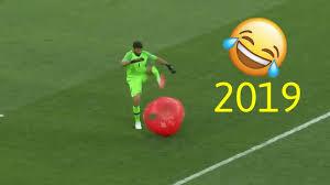 أكثر اللحظات المضحكة والغريبة في كرة القدم جديد 2019