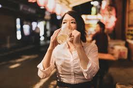 お酒が弱い人の飲み会対策11選!酔わない飲み方や対処法・強くなる方法はある? | ランキングまとめメディア