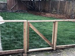 Diy Hog Wire Garden Fence Our Liberty House In 2020 Diy Dog Fence Hog Wire Fence Garden Fence