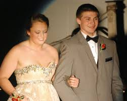 Boyfriend proposes during Grand March of Anamosa prom | News |  journal-eureka.com