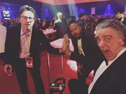 """Zach Braff på Twitter: """"I told Peter Mayhew (aka Chewbacca) he had the  biggest hands I'd ever seen. Then this happened.… """""""