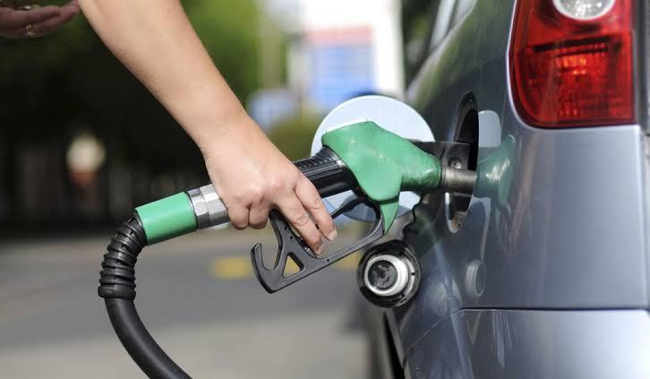 """Resultado de imagem para posto de gasolina abastecendo"""""""
