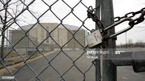 135 Chain Link Fence Gate Lock Photos And Premium High Res Pictures Getty Images