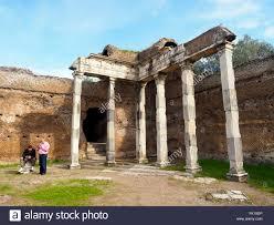 Hall avec les colonnes doriques à Villa Adriana, la Villa d ...