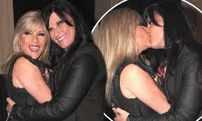Samantha Fox looks delighted as she shares passionate smooch with her  girlfriend Linda Olsen | Daily Mail Online