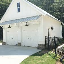 399 Likes 23 Comments Ally Georgia Farmhouse Our Whitefarmhouse On Instagram Finally Got Our Fencing Garage Doors Building A Garage Garage Exterior