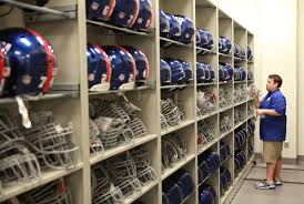 Despite Risks N F L Leaves Helmet Choices In Players Hands The New York Times
