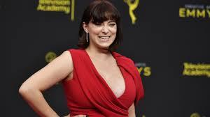 Rachel Bloom to work in front, behind camera in Pop TV pilot | 8News