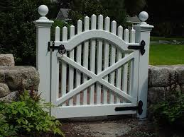 New England Woodworkers Custom Fence Company For Picket Fences Privacy Fences And Lattice Fencing Gates Arbors Garden Gates Backyard Fences Lattice Fence