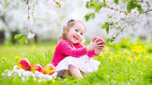 صور اطفال مع الورد