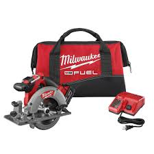 Milwaukee Tool M18 Fuel 18 Volt Lithium Ion Brushless Cordless 6 1 2 Inch Circular Saw Kit The Home Depot Canada