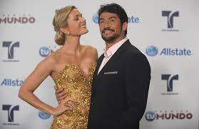 Sonya Smith, Gabriel Porras - Sonya Smith Photos - Telemundo's Premios Tu  Mundo Awards - Arrivals - Zimbio