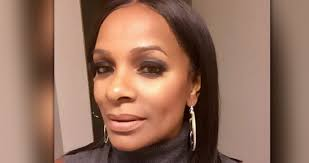 Vanessa Bell Calloway Poses Topless At 61 For A Good Cause & Shuts Down The  Internet