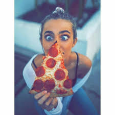 سلام لمن يواسون ببراعة فيحولون أحزانك إلى شتيمة مضحكة أو نكتة جيدة السلام لكم Pepperoni Pizza Cute Girl Photo Food
