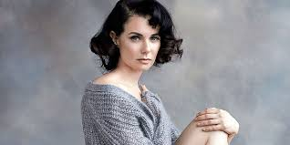 Mia Kirshner Wiki Bio, husband, married, relationships, net worth ...