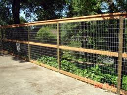 3 Rail Wire Fence I Like The 3 Rails With The Cap At The Top Between Parking And Side Yard Just For The Side Fa Garden Fencing Backyard Fences Fence Design
