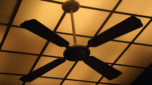 ceiling fan s spin direction to warm