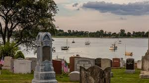 Cemeteries in New York as public space: Hart Island, Green-Wood ...