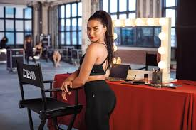 why demi lovato doesn t look to