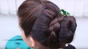 easy everyday messy bun hairstyle