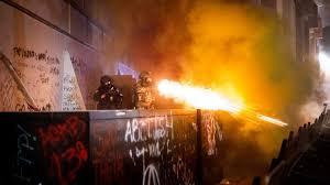กองกำลังรัฐบาลกลางสหรัฐฯ ใช้แก๊สน้ำตาสลายผู้ประท้วงในรัฐโอเรกอน