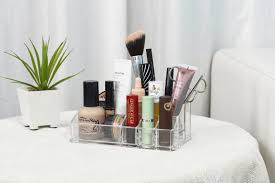 what s in my minimalist makeup tray