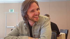 SDCC 2017: 12 Monkeys - Aaron Stanford (James Cole) - YouTube
