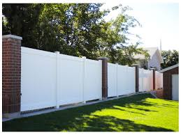 6 Ft Tall Vinyl Privacy Fence With Heavy Duty Rails