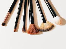 natural vs synthetic brushes do they