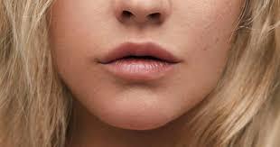 se using makeup christina aguilera