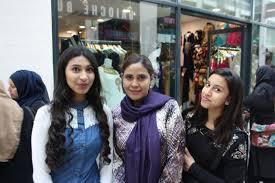 Hundreds flood Newham shopping centre to greet Bollywood megastar | Newham  Recorder