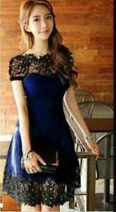 Ada banyak variasi model atasan brokat dengan berbagai kombinasi yang bisa membuat penampilanmu semakin elegan. Cantik Dan Menawan Dengan 7 Gaun Brokat Yang Fashionable Dan Jenis Jenis Kain Brokat Yang Harus Kamu Ketahui