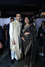 Abha Singh walks the ramp with other Bollywood celebrities for designer  Shaina NC at an annual fashion show in Mumbai – Classy Detour