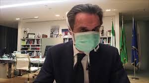 Coronavirus, governatore della Lombardia Fontana con la mascherina ...