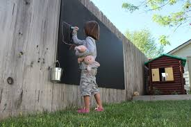 25 Outdoor Play Areas For Kids Transforming Regular Backyards Into Playtime Paradises In 2020 Backyard Fences Backyard Fence Decor Diy Fence