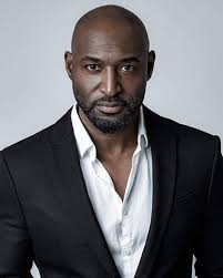 Adrian Holmes: age, measurements, nationality, spouse, pictures ...