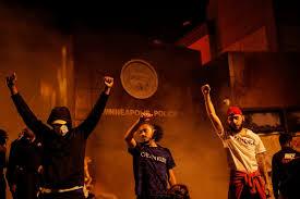 В США продолжаются беспорядки: в городах вводят комендантский час ...