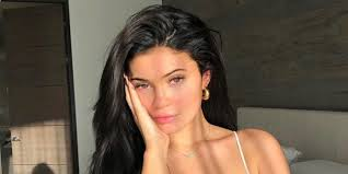 kylie jenner goes makeup free on