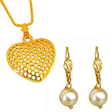 surat diamonds heart shaped gold