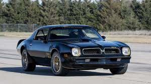 How The Pontiac Trans Am S Screaming Chicken Got Its Wings Hagerty Media