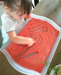 Activité graphisme : Dessiner dans un plateau de sable [dès 18 ...
