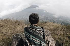 suka naik gunung nih intip potret fiersa besari saat mendaki