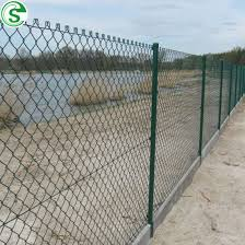 China 2m High X 15m Roll Galvanized Vinyl Coated Chain Link Fencing Export To Senegal China Chain Link Fence Rolls Green Chain Link Fencing