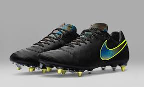 mud resistant football boots