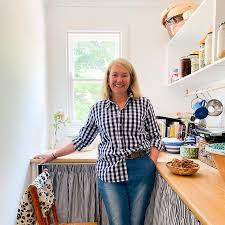C R E W - Take a moment with food guru, Sophie Hansen – Irving & Powell